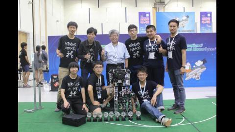 【影音】成大李祖聖教授團隊 FIRA世界盃機器人賽奪7金1銀