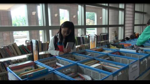 成大圖書館二手書義賣 買好書獻愛心做環保