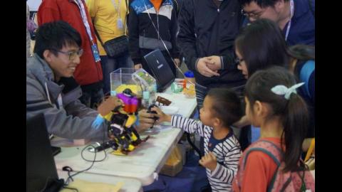 【影音】Maker Faire Tainan 2015 在成大引爆創客運動風潮