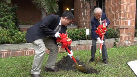沐恩基金會贈成大日本陽光櫻花樹 祝百年樹人