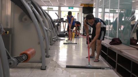 梅姬颱風侵台 成大教職員生齊心復校園