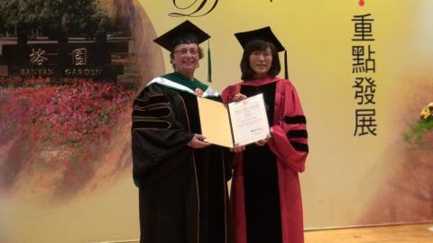 成大授予美加大Zena Werb教授 華立董座張瑞欽 陳柏森建築師名譽博士