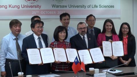 成大與波蘭華沙生命科學大學續簽合作協議