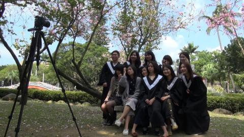 即將畢業 成大九位學生主播離情依依