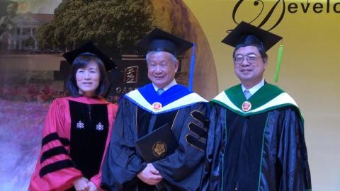 成大頒授旺宏電子董事長吳敏求名譽博士學位